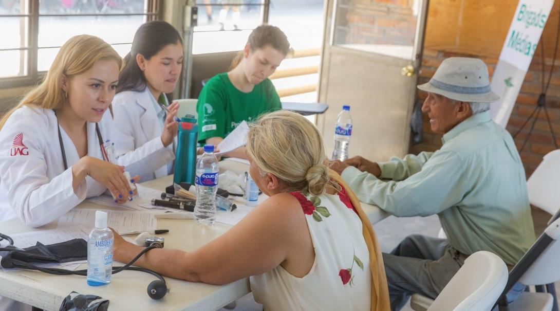 Projects Abroad Nursing interns help treat patients at a medical outreach in Mexico, while under the supervision of local doctors.